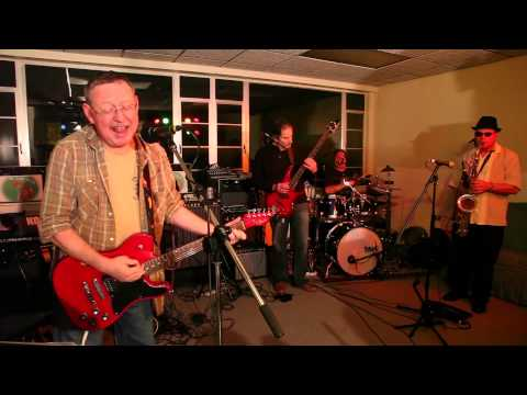 Hot Sauce Willie  Come Dancing Kinks cover