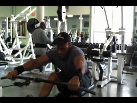Marc Nadeau Demonstrate wide grip seated rows.