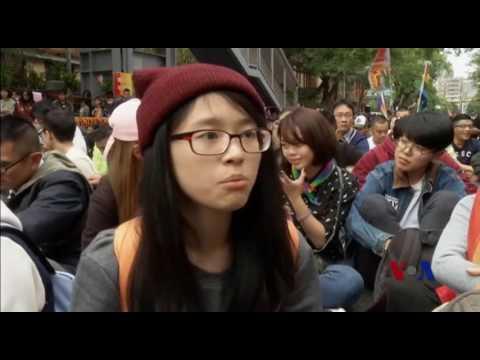 臺灣同性戀婚姻支持者上街要求平等 - YouTube