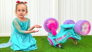 Майя играет в принцессу и детский автосервис