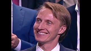 Иван Скобрев слушает Владимира Путина