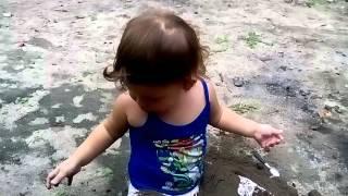 PE DE MOLEQUE ENTERRADO