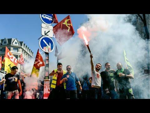 فرانس 24:France: Cocktail of anger lacks punch at Paris anti-reform protest
