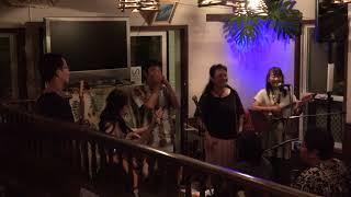 小笠原諸島父島在住のミュージシャンによる島の歌.