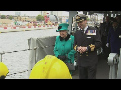 Queen visits HMS Sutherland to mark 20th anniversary of ship's commissioning