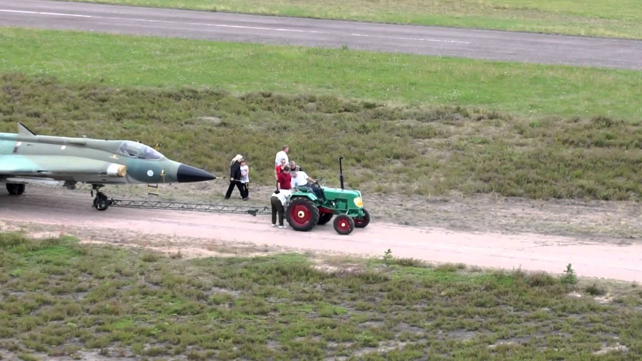 World S Smallest Tractor : Saab draken and world s smallest tractor youtube