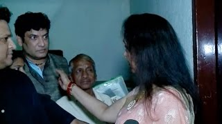 Hema Malini's ANGRY Reaction To A Fan In Crowd
