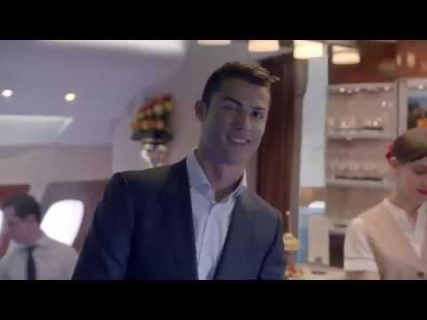 Pub de Fly Emirates avec Cristiano Ronaldo et le Roi Pelé