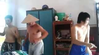 Video | Ba bố con nhảy chúc mừng 8 3 mẹ. | Ba bo con nhay chuc mung 8 3 me.