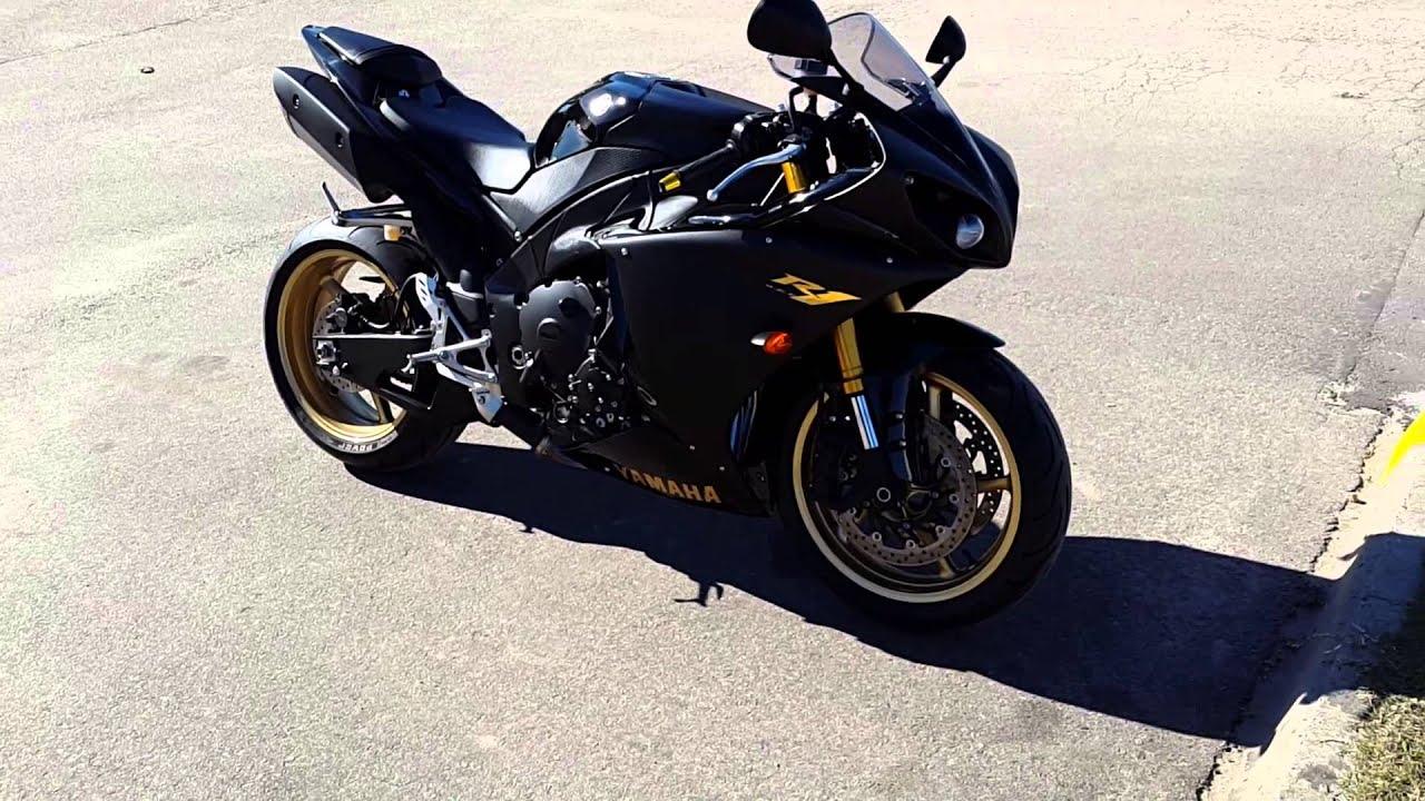 Mi Pantera Negra Yamaha R1 2010