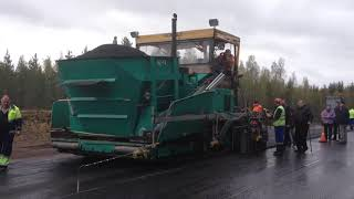 MOBA Big Sonic Ski with 4 Sensors on a Asphalt paver in Russia(MOBA-matic II installation on a asphalt paver in Russia. Get more information about the Grade and Slope System MOBA-matic: http://goo.gl/X6dbe3., 2014-06-11T18:31:53.000Z)