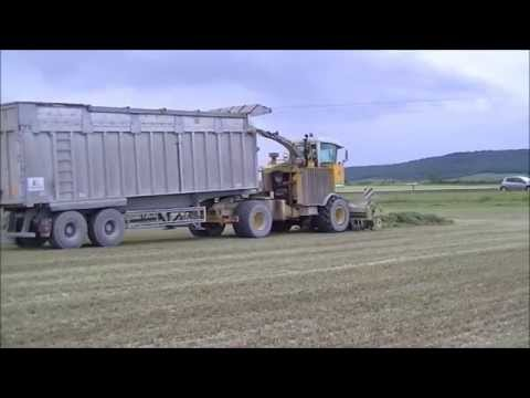 Grass Silage in France 2014. CMC Saturne + 5x Trucks