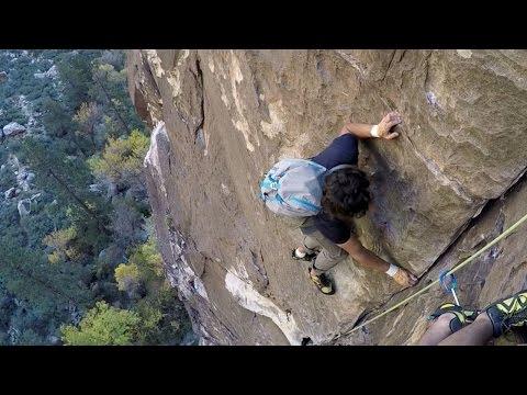 Free-Climber Overtakes Climbers