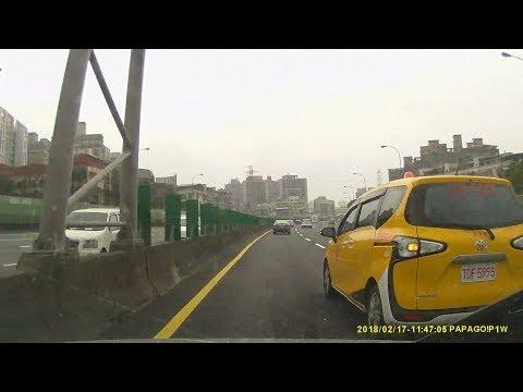 Q TAXI 車號TDF-5993 國道違規 未依規定變換車道