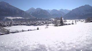 In oberstdorf ist winterurlaub mehr als nur ein traum weiß. hier erlebt man gipfelwei(s)se schnee- und eisvergnügen allen facetten. skifahren, snowboar...