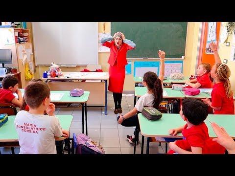 SCHERZO DEI ME CONTRO TE IN UNA SCUOLA: Si fingono insegnanti!