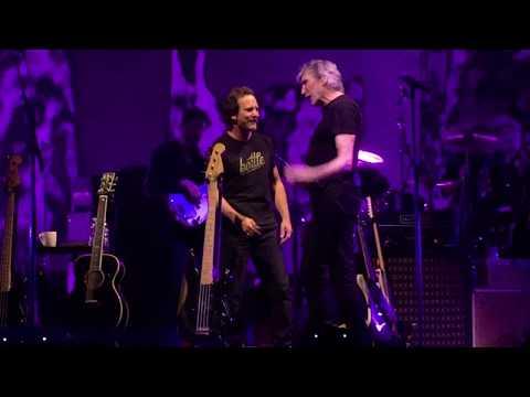 Roger Waters & Eddie Vedder (Comfortably Numb) in Chicago