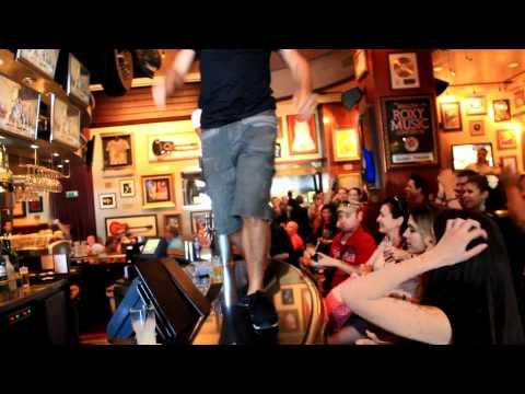 flashmob hard rock cafe barcelona