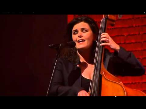 female-bass-player-phaedra-kwant-sings-scat-solo-with-double-bass,-with-veldhuis-&-kemper-april-2010