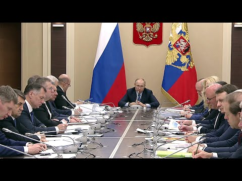 Владимир Путин выслушал доклад об обстановке с коронавирусом в России.