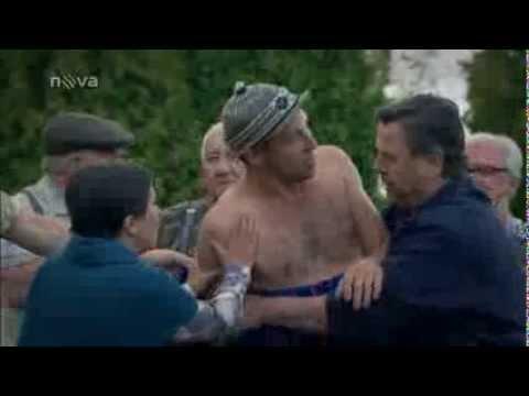 Písařík se opil během natáčení a lítal nahý po hřbitově!