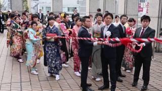 1月9日、大阪市役所屋上で「みおつくしの鐘打鐘のつどい」が行われ、...