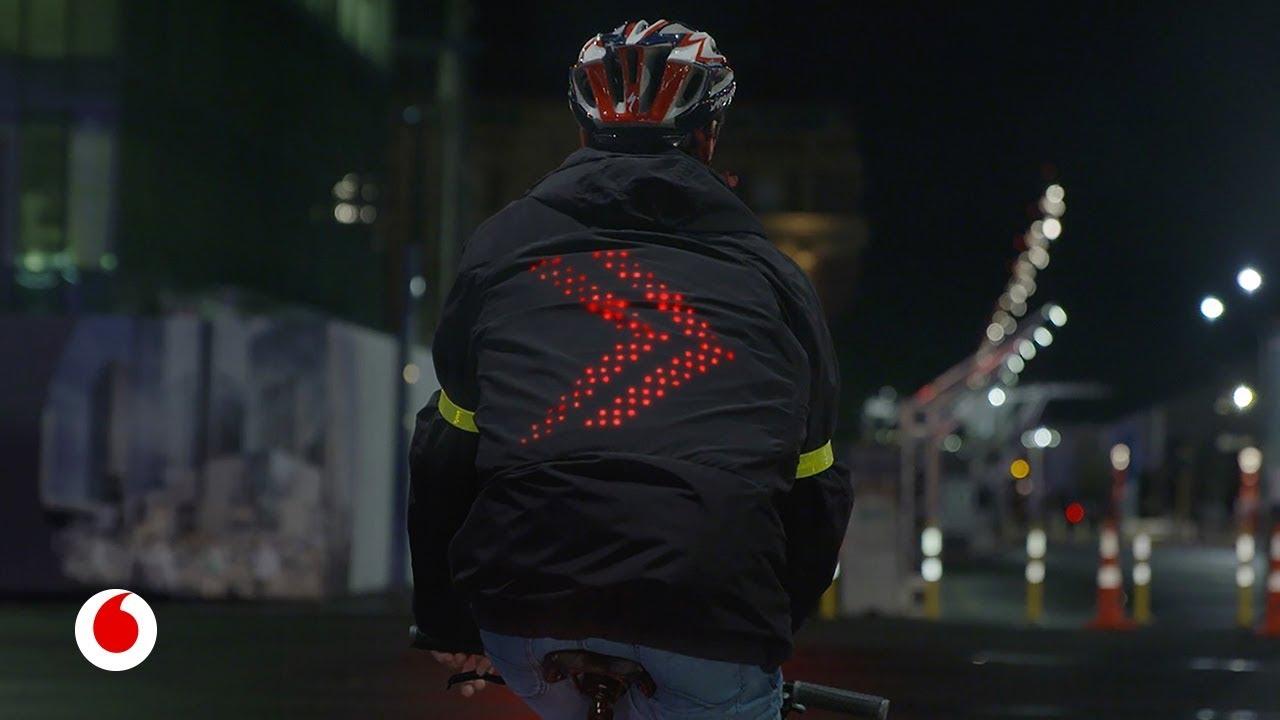 Una chaqueta inteligente que podrá evitar miles de accidentes de ciclistas