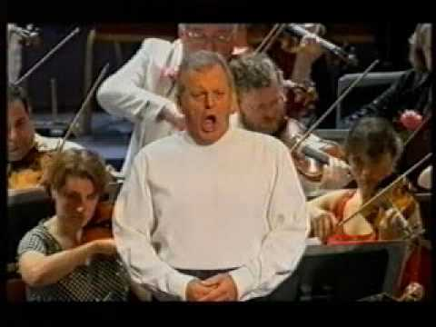 Vaughan Williams Five Mystical Songs p 1  Thomas Allen at Last Night of the Proms 2004