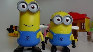 MINIONS - Unpacking New Toys, Minions Funny Run, Best Toys for Kids, KIDS VIDEO.