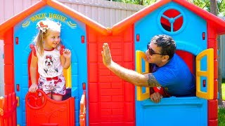 ستيسي و ابوها يبنون بيتا جديدا للألعاب