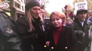 Mila Alečković na protestima 06.04.2017.