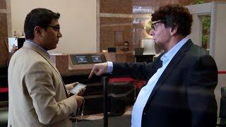 بالفيديو- فينس ماكمان ينجح في خداع موظفيه بهذا المقلب!