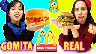 comida-de-goma-vs-real-version-mcdonalds-ft-juega-con-adri