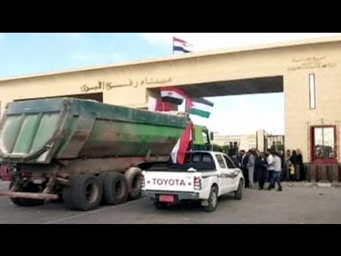 Egypt transfers shipment of building materials to Gaza