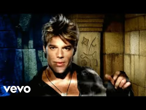 Ricky Martin - She Bangs (Official Music Video) (Spanish)