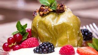 Пальчики оближешь: яблоко, запеченное с медом и орехами