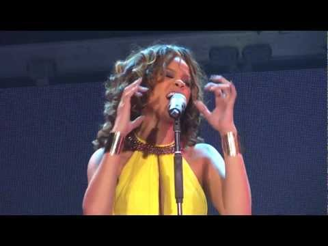 Rihanna - California King Bed Live at The Loud Tour - HD