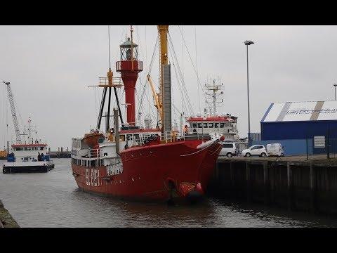 "Feuerschiff ""Elbe 1"" zieht in Winterquartier um (Cuxhavener Nachrichten/Niederelbe-Zeitung)"