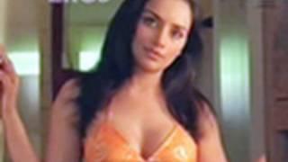 Repeat youtube video Hot n sexy Shweta Menon in swimsuit - Naan Avan Illai 2