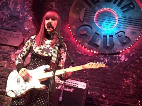 Listen Lisse - live at 12 Bar