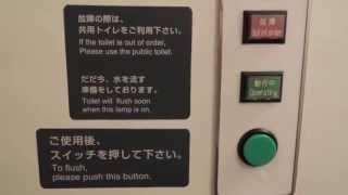 カシオペアツインの洗面所。 便器の内側が黒いのにはびっくり。 ウォシ...