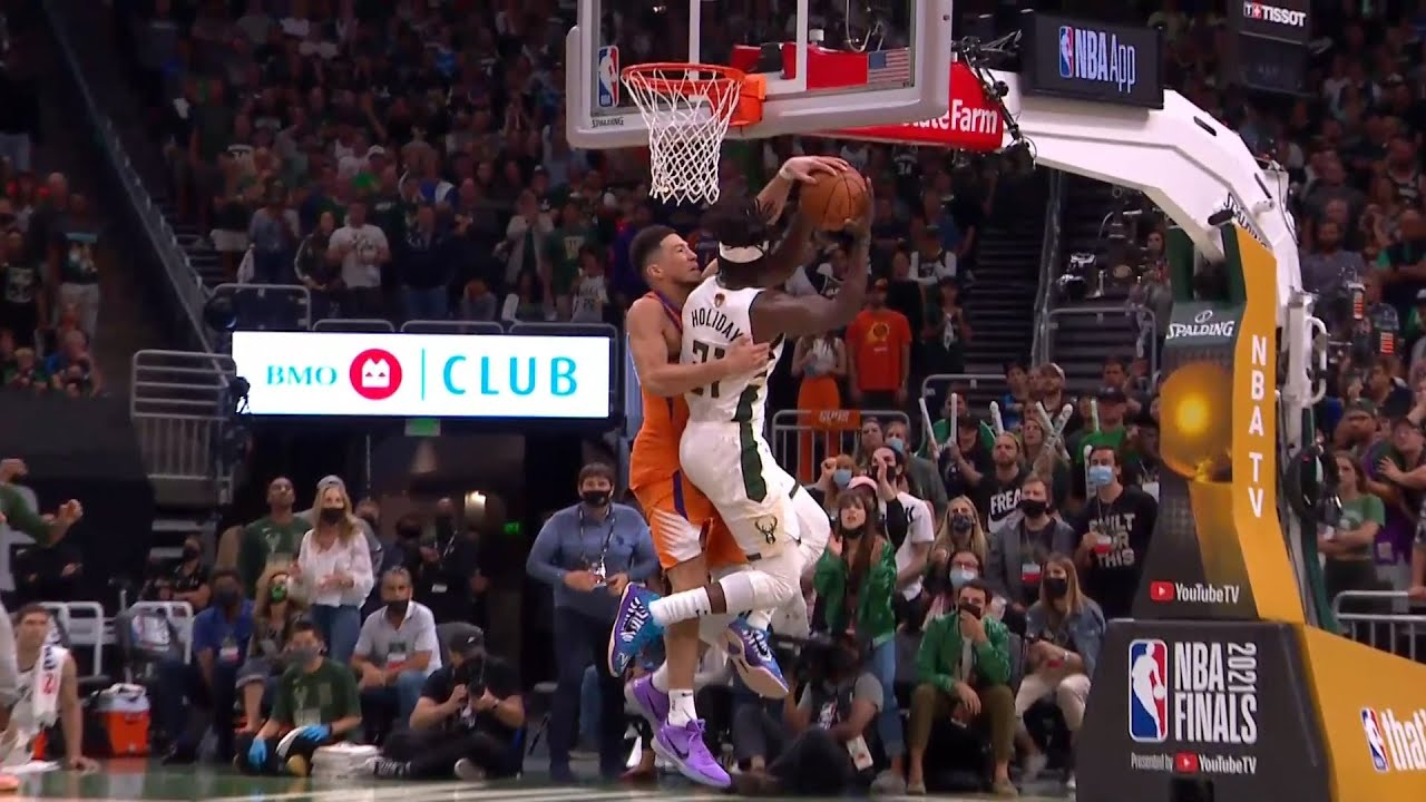 Devin Booker just intentionally committed his 6th foul and the refs didn't call it