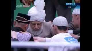 03.06.2012 Bait-Zeremonie mit dem Kalifen (aba) auf der Jalsa Salana 2012