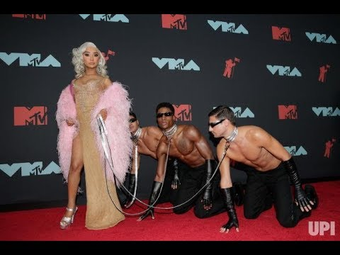 NIKITA DRAGUN AND JAMES CHARLES GET DRAGGED AT THE MTV VMAS thumbnail