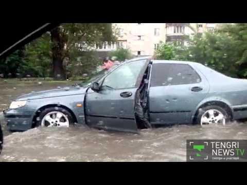 Улицы Алматы затопило