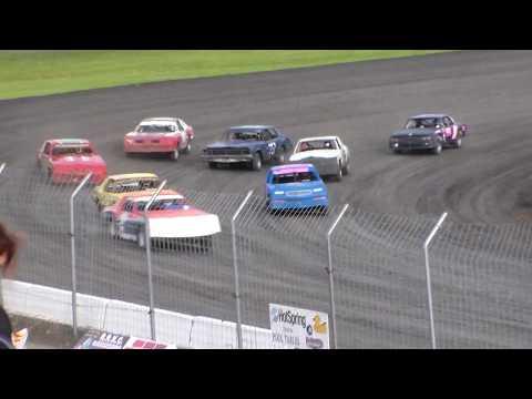Red River Valley Speedway IMCA Hobby Stock Heat Race (5/19/17)
