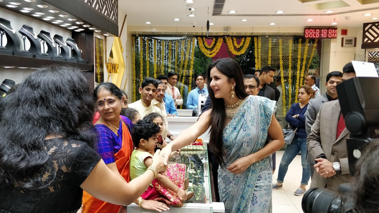 Live: Katrina Kaif in Dwarka, Delhi for Grand Opening of Kalyan Jewellers  Showroom