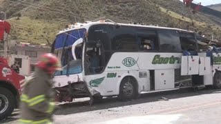 Gobierno de Ecuador advierte que bus colombiano siniestrado no podía circular fuera de su país