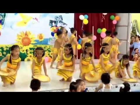 """Kem 5 tuổi - Múa bài """"Tiếng chày trên sóc bombo"""" - Trương Sơ Hoàng Anh"""