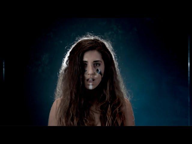 Paula Bilá estrena en videoclip su nuevo tema Refugees